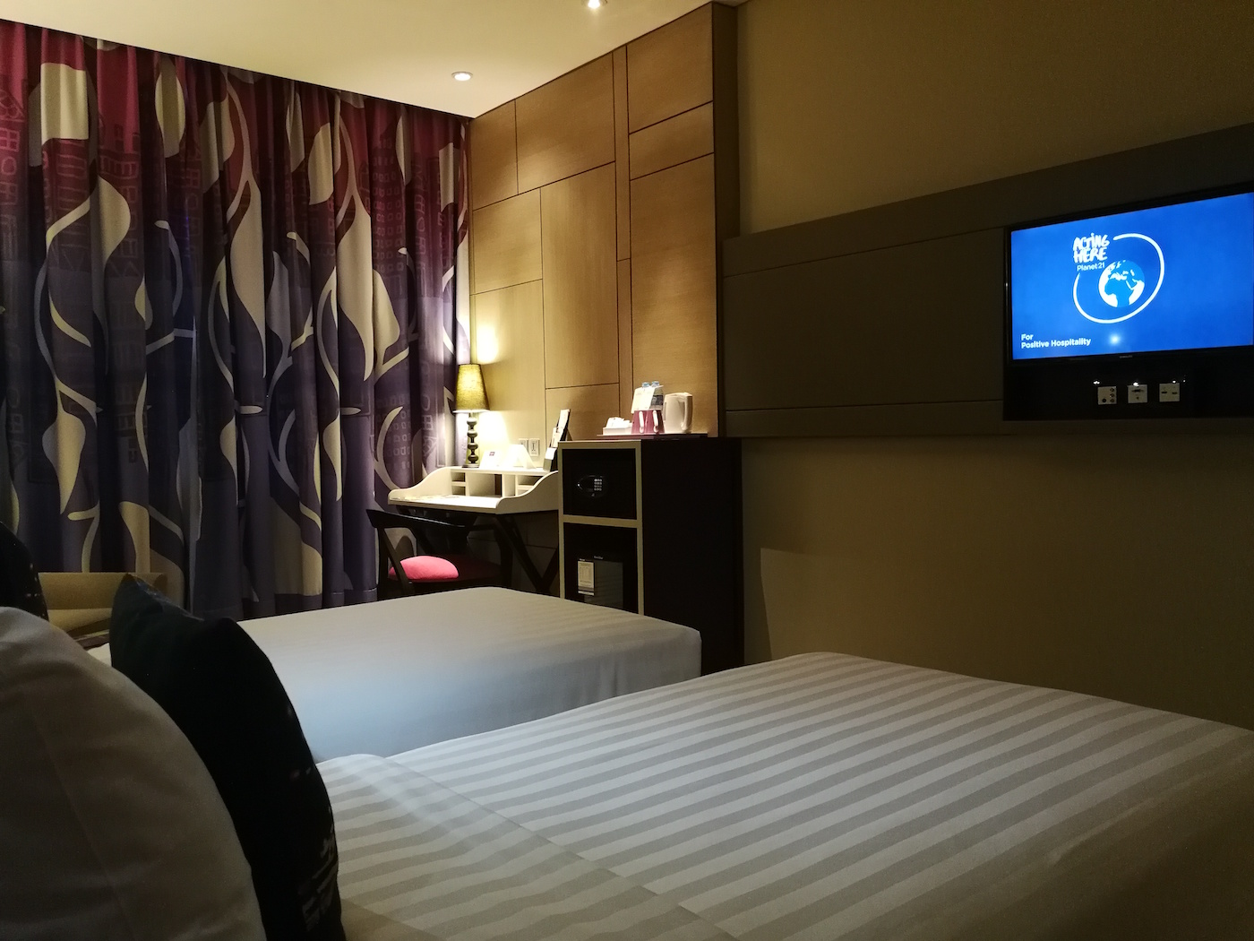 Mercure Jakarta Sabang Deluxe Room with Twin Beds 2